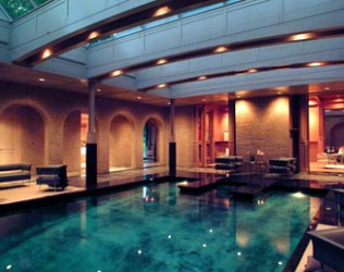 Indoor-pool-lighting-by-night